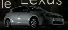 Презентация Lexus на фасаде Chateau de Saint-Germain-en-Laye.