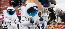 Axe Apollo: космонавты в городе.