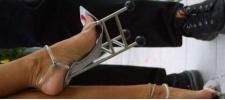 Туфельки в виде кресел: мебель на ногах.