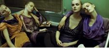 Уставшие модели в пустом метро. Alberta Ferretti Fall 2008.
